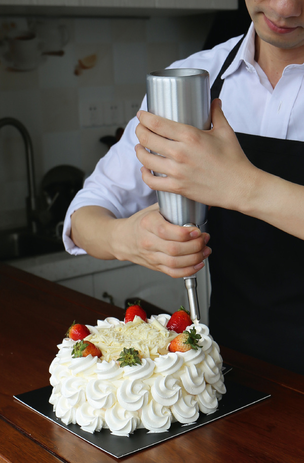 Using Cream Chargers to Prepare Whipped Cream